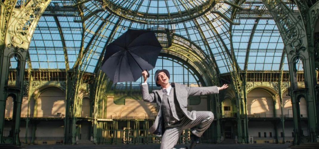 """""""Singin' in the Rain"""" inside of the Grand Palais!"""